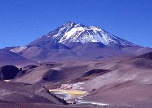 The children died of exposure atop the Volcan Llullaillaco (wiki commons)