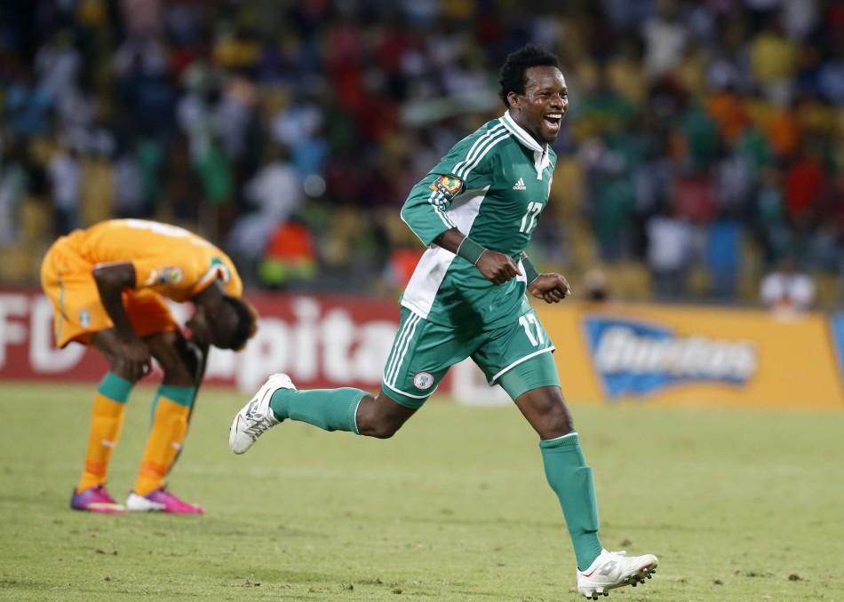 Godfrey Oboabona (R)