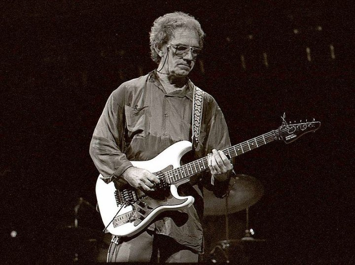 JJ Cale in 2006 [Credit: Louis Ramirez/Flickr]