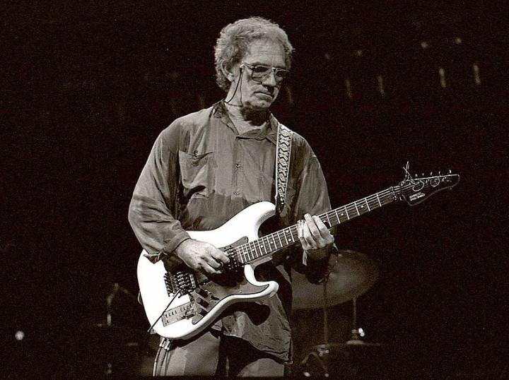 JJ Cale in 2006 [Credit: Louis Ramirez/Flickr]