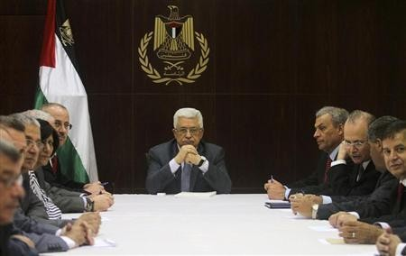 Palestinian President Mahmoud Abbas (C) heads a cabinet meeting in the West Bank city of Ramallah July 28, 2013.