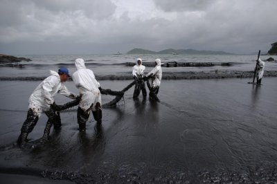 Gulf of Thailand Oil Spill Blackens Koh Samet Beaches