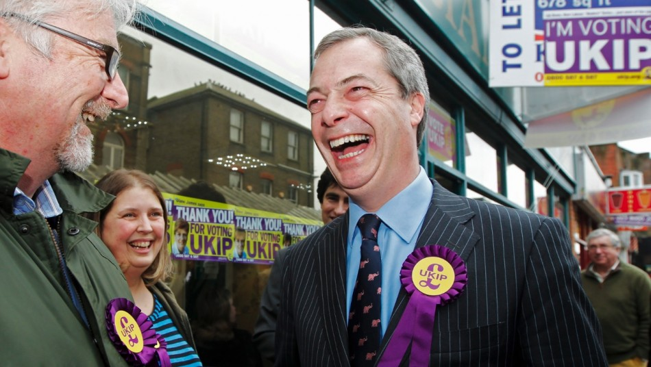 UK Independence Party (UKIP) leader Nigel Farage (R) thanks campaigners as he leaves the UKIP campaign office in Eastleigh, southern England (Photo: Reuters)