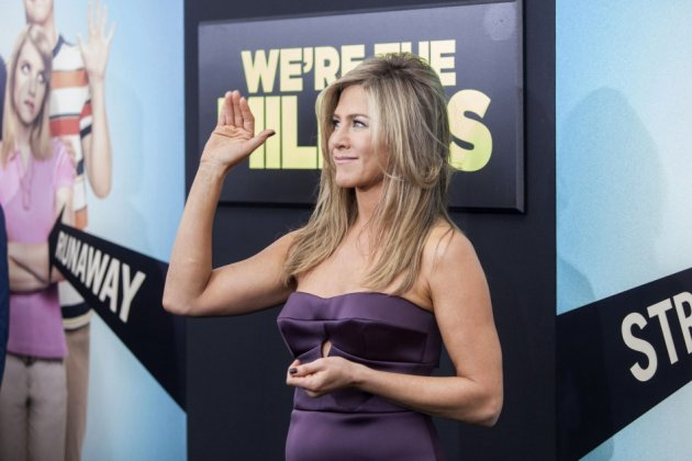Jennifer wore plum dress to the premiere