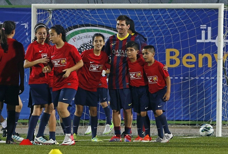Lionel Messi with Palestinian children