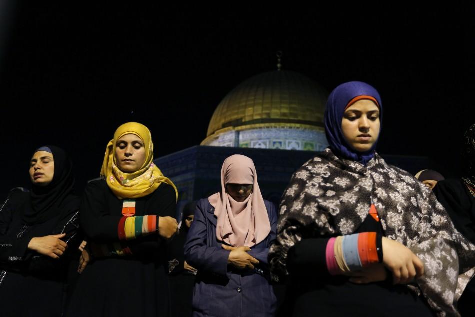 Muslim women pray in Jerusalem in the Night of Power (Photo: Reuters)