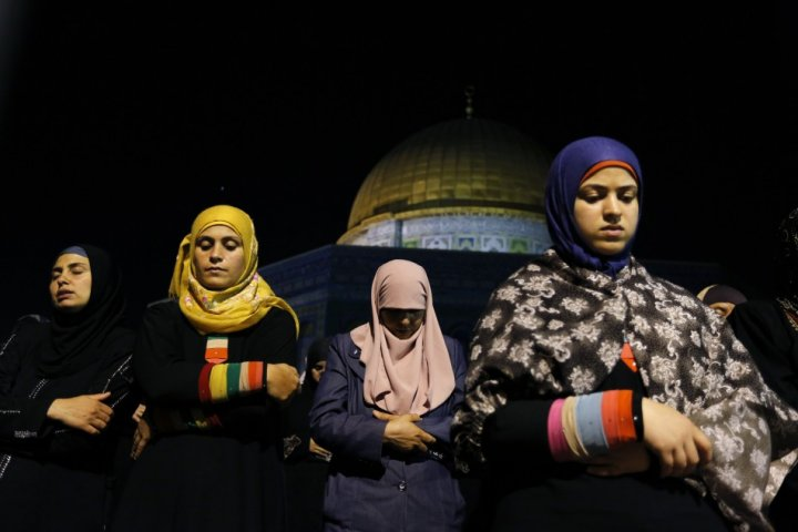 Muslim women pray in Jerusalem in the Night of Power (Photo: Reuters)