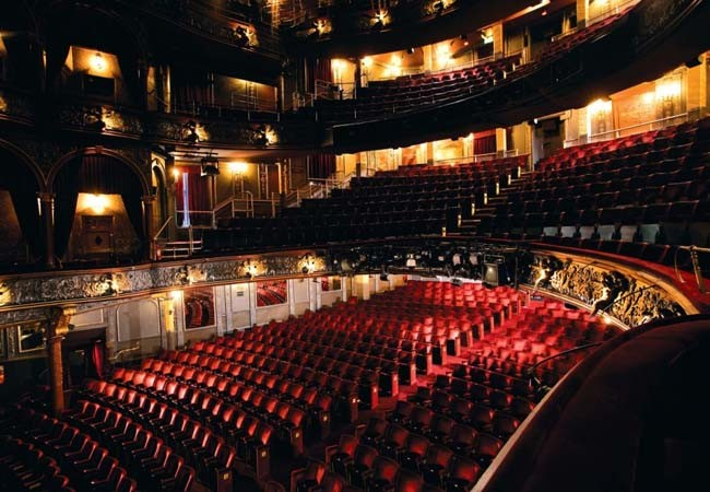 Darren brown tweets 39 terror 39 at infamous theatre plunge drama for Balcony novello theatre