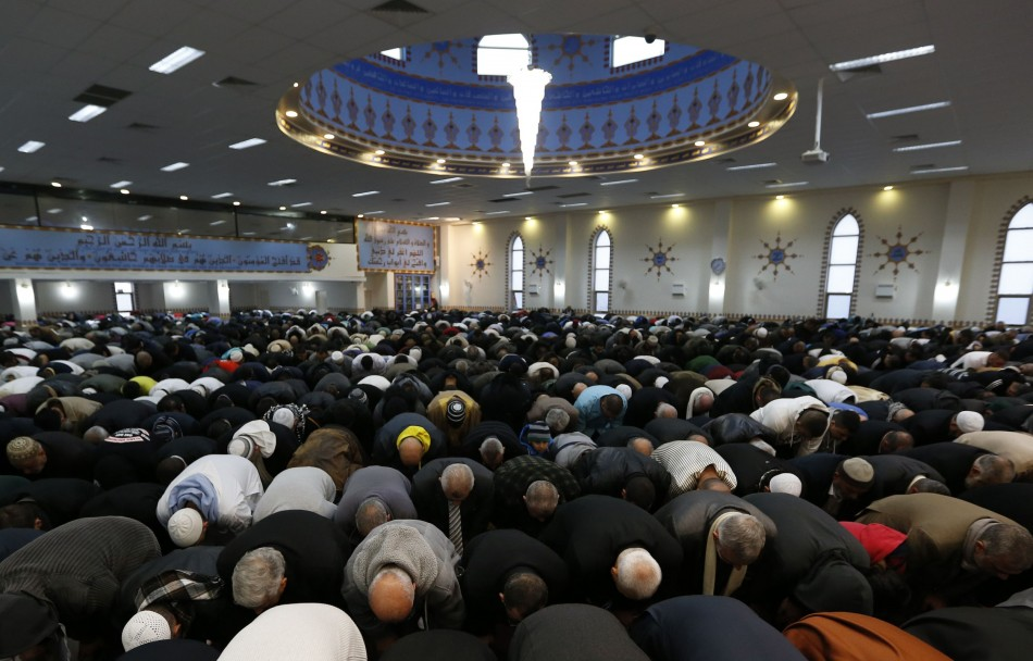 Muslims pray during Eid al-Fitr at Lakemba mosque in Sydney August 8, 2013. (Photo: REUTERS/Daniel Munoz)