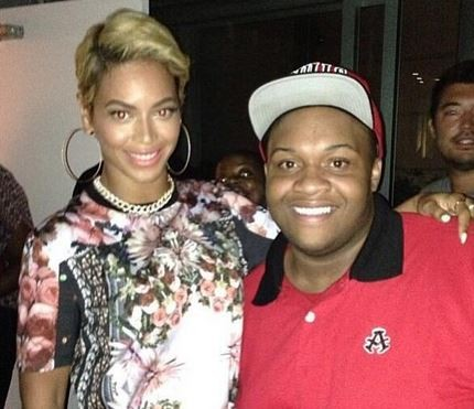 A fan posted a picture with Beyonce, donning the pixie haircut