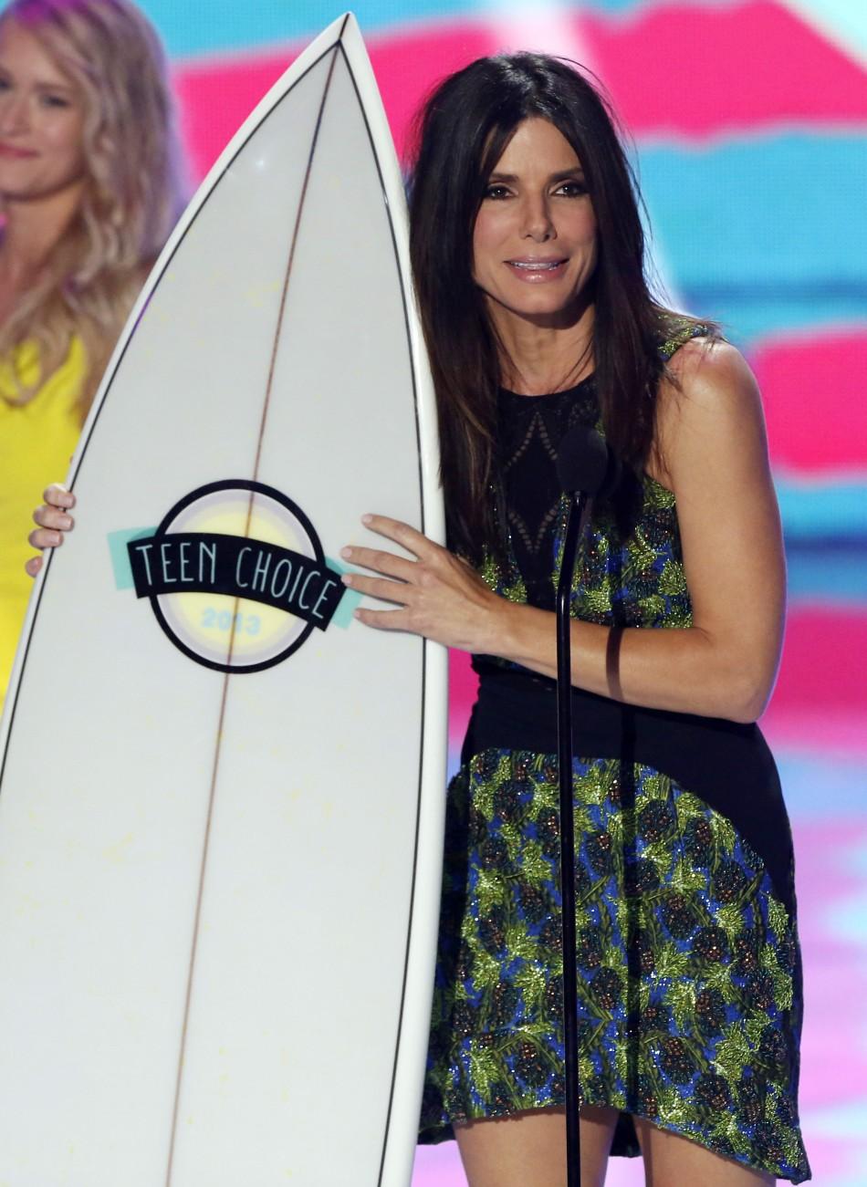 Actress Sandra Bullock accepts the Choice Summer Movie Star: Female Award at the Teen Choice Awards 2013. (Photo: Reuters)
