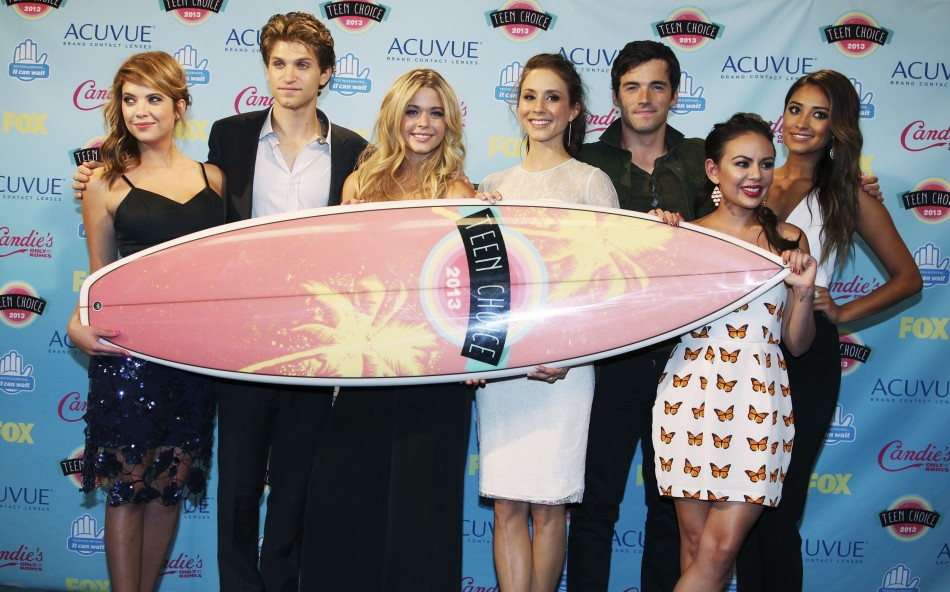 Cast members of the TV series Pretty Little Liars pose after winning the Choice Drama TV show award at the Teen Choice Awards 2013. (Photo: Reuters)