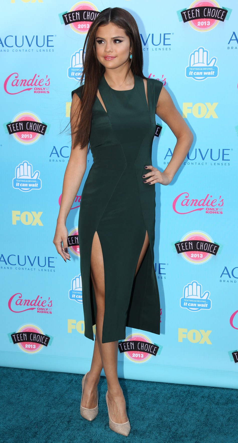 Actress and singer Selena Gomez poses as she arrives at the Teen Choice Awards at the Gibson amphitheatre in Universal City, California August 11, 2013.
