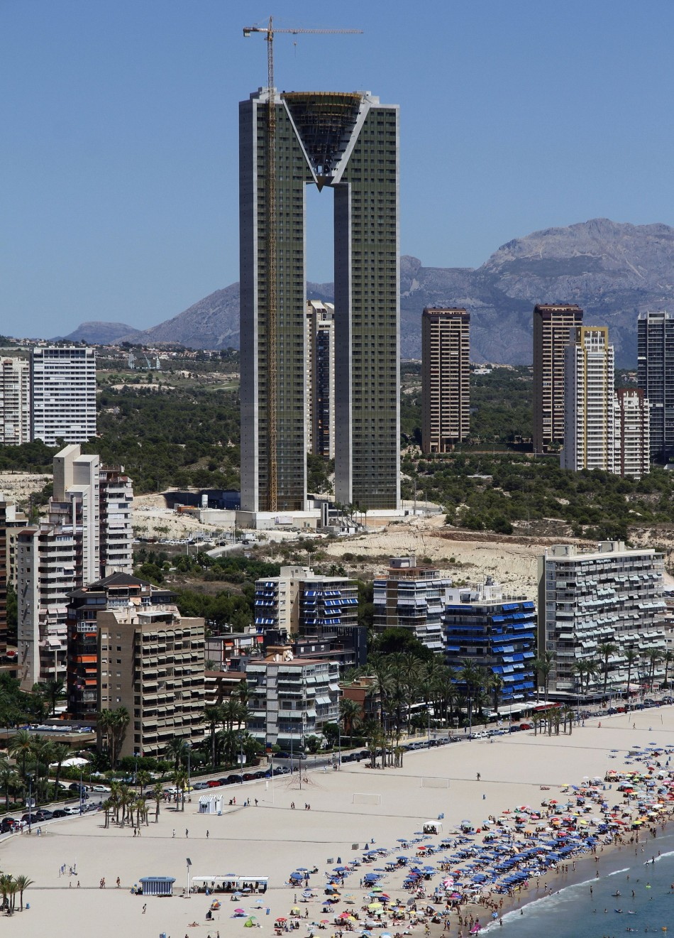 The unfinished InTempo apartment towers is seen in the Spanish eastern coastal village of Benidorm near Alicante, August 11, 2013. (Photo: Reuters)