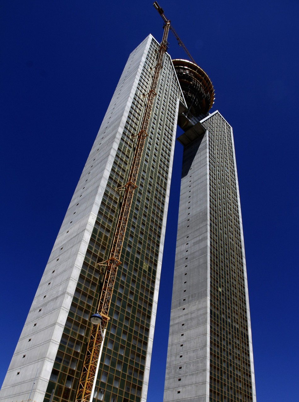 Local media reports that no elevators were installed until the completion of the first 23 floors. Later, the lift that was installed fell injuring workers. (Photo: Reuters)