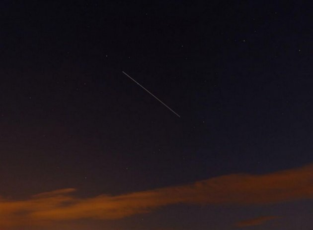 This latest photo from 12 August night shows a shooting star as the Perseids reached its peak. (Photo: Ben/Twitter)