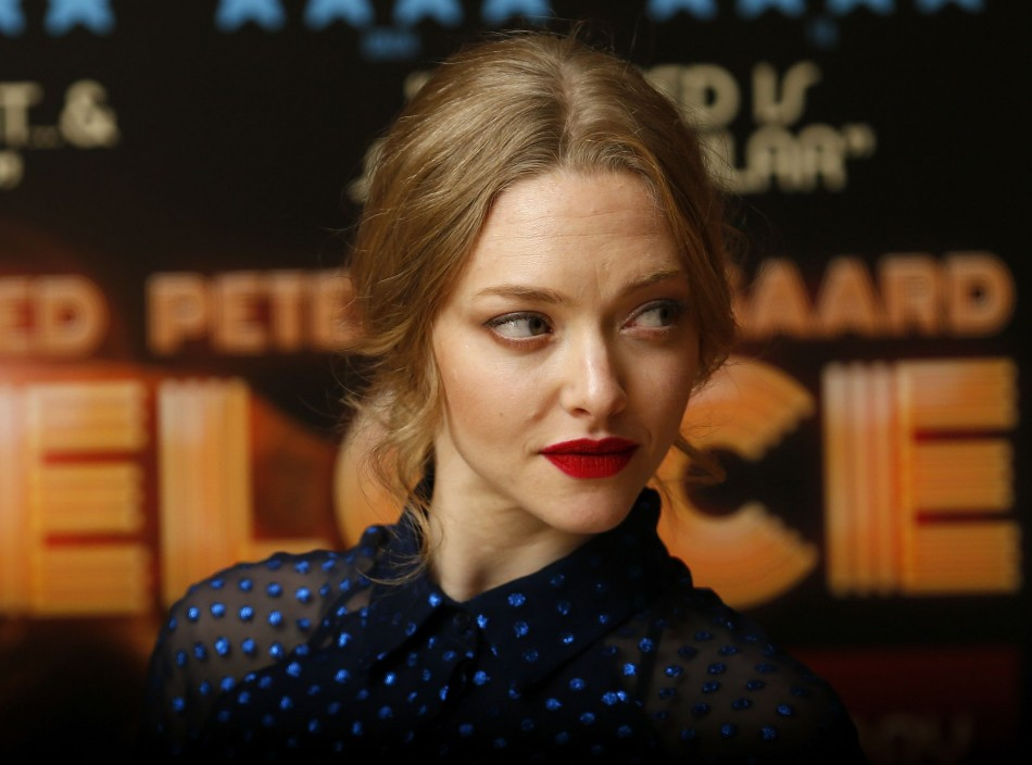 Actress Amanda Seyfried poses for photographers before a screening of her new film Lovelace at a hotel in Mayfair, London August 12, 2013. (Photo: REUTERS/Andrew Winning)
