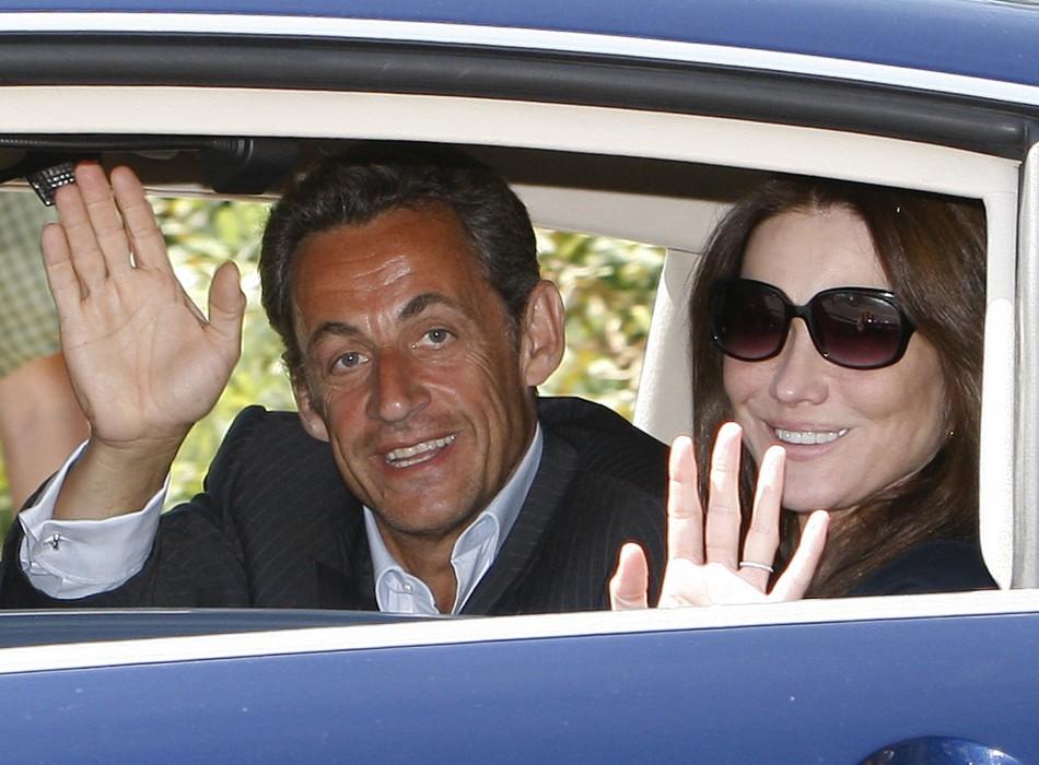 Sarkozy Bruni holiday france stalker