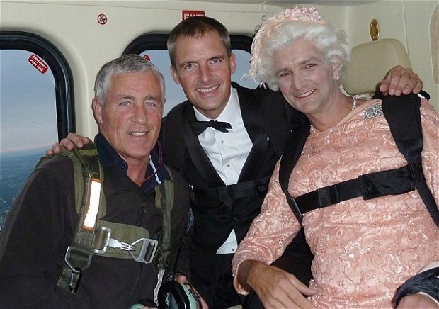 Mark Sutton (C) dressed as James Bond before his iconic London Olympic parachute jump (Twitter/@ELLAMCSWEENEY)