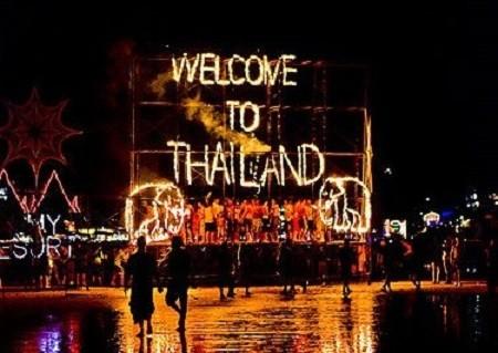 thailand gap year students full moon party