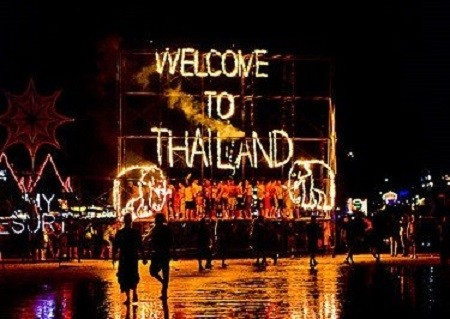 thailand gap year students full moon party