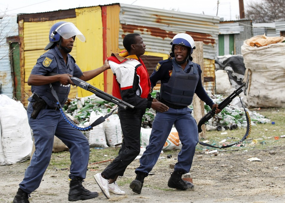 South African police move in on protesting Marikana miner