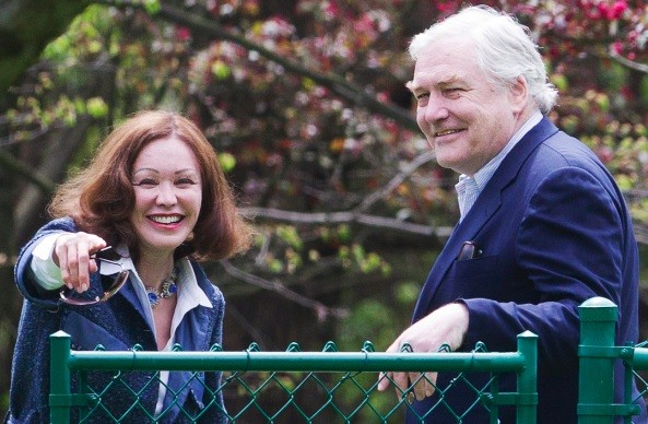 Former media mogul Conrad Black and his wife Barbara Amiel smile as he arrives at his home in Toronto, May 4, 2012 after he was released from prison (Photo: Reuters)