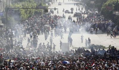 Tear gas clashes cairo