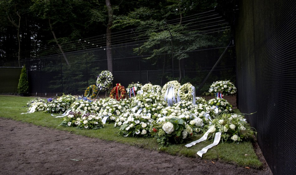 Flowers are pictured on the grave of Netherlands' Prince Johan Friso in Lage Vuursche August 16, 2013. (Photo: REUTERS)