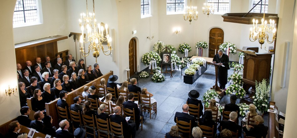 Reverend Carel Ter Linden (at pulpit) leads the funeral service for Netherlands' Prince Johan Friso at the Stulpkerk church in Lage Vuursche August 16, 2013. (Photo: Reuters)
