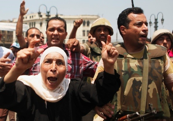 Investors fear that Egypt Morsi protests and crackdown will spread supply disruption (Photo: Reuters)