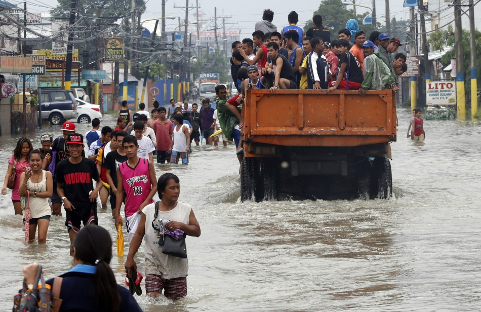 Philippines Super Storm 8 Killed As Floods Submerge