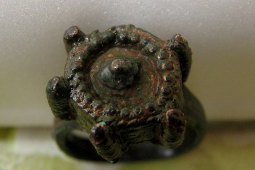 A 14th century bronze ring found in Bulgaria was exclusively crafted for poisoning people, say archaeologists. (Photo: Kavarna Municipality kavarna.bg)