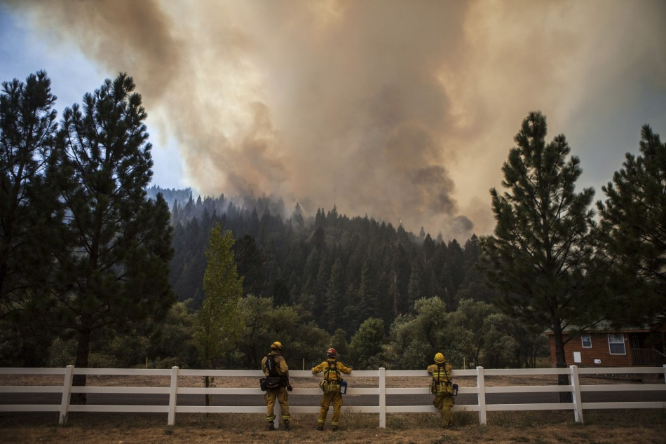 Firefighters monitor the edge of the Rim Fire as it burns near Berkeley Camp near Buck Meadows, California. (Photo: Reuters)