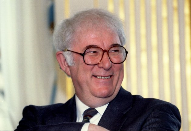 1995 Nobel literature laureate Seamus Heaney of Ireland has died at the age of 74.