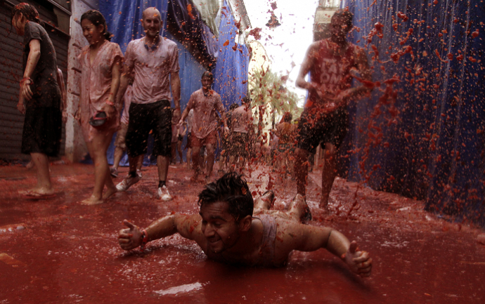 Spain Huge Tomato Fight La Tomatina Squashed By Recession
