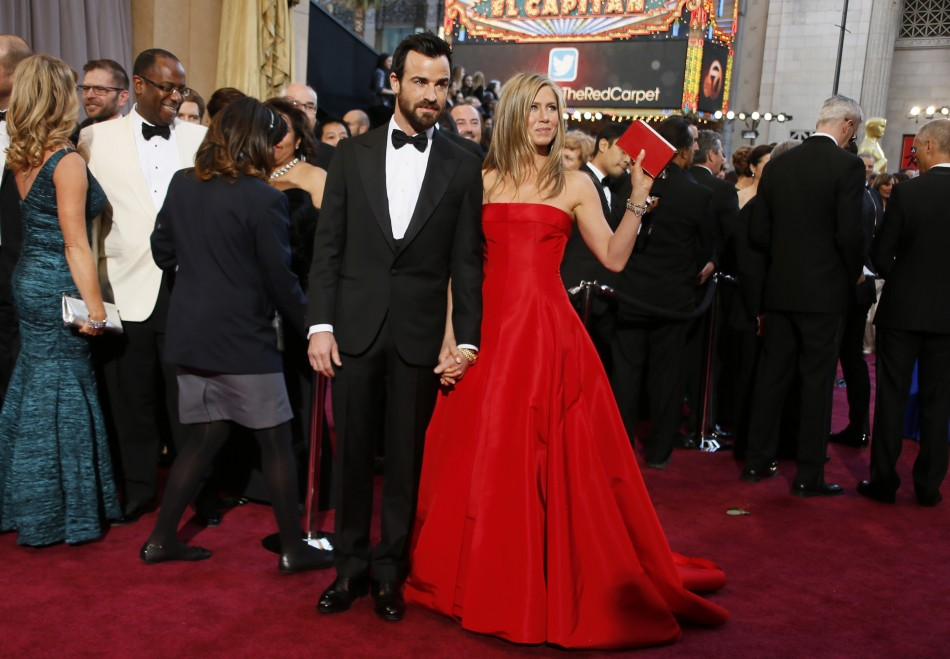 Hollywood stars Justin Theroux arrives with fiance Jennifer Aniston, who is holding a Salvatore Ferragamo clutch at the 85th Academy Awards in Hollywood. (Reuters)