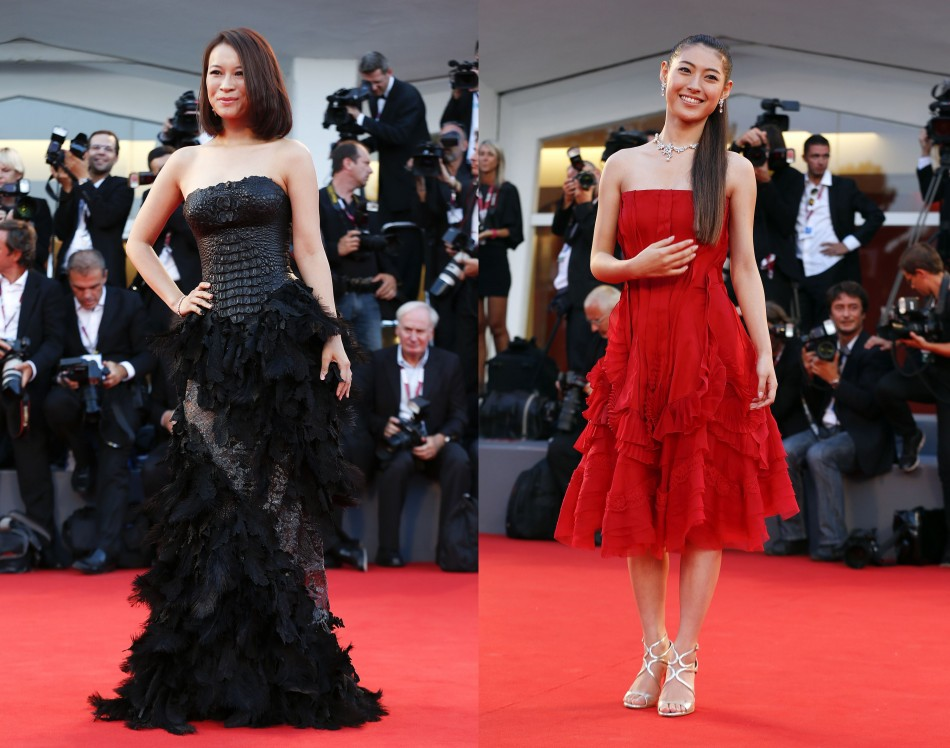 Actress Miori Takimoto (R), who voiced the role of Naoko Satomi on animated feature film Kaze Tachinu (The Wind Rises); and actress He Wenchao pose at the red carpet. (Reuters)