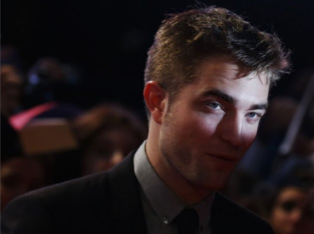Robert Pattinson Sizzles in New Dior Homme Advert With Camille Rowe/Reuters