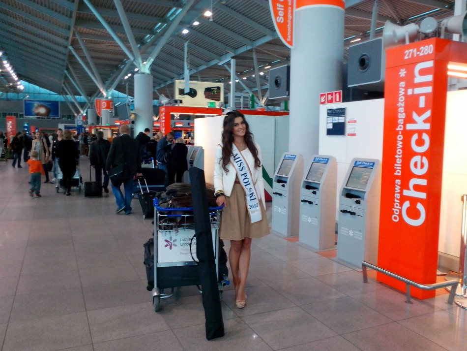 Miss Poland 2013, Katarzyna Krezeszowska, leaves her home country to compete for coveted Miss World 2013 title in Indonesia. (Photo: Miss World/Facebook)