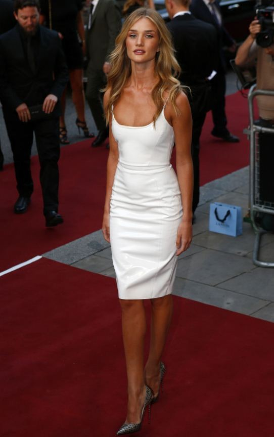 Rosie Huntington-Whiteley arrives for the GQ Men of the Year awards at the Opera House in London, September 3, 2013/Reuters