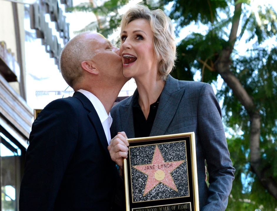 Jane Lynch has been honoured with the 2,505th star on the Hollywood Walk of Fame in Los Angeles.