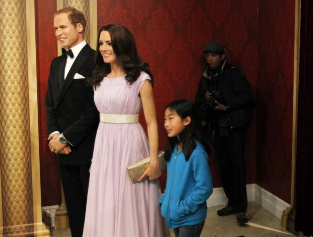 Visitors pose with wax models of Britain's Royal couple William and Catherine, the Duke and Duchess of Cambridge, at Madame Tussauds in New York, April 4, 2012. (REUTERS/Brendan McDermid)