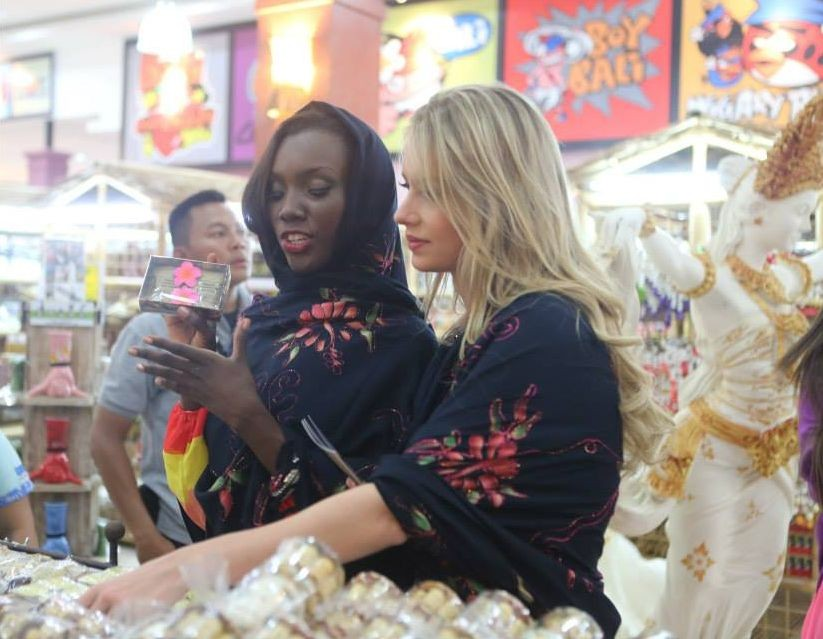 Two Miss World 2013 contestants shop at a local market in Bali. (Photo: Miss World/Facebook)