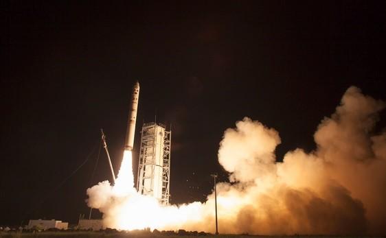 Nasa launches LADEE