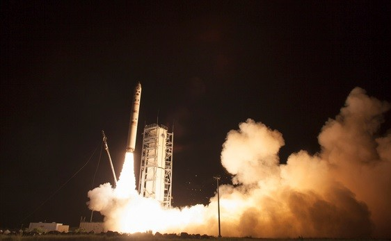 Nasa launches LADEE