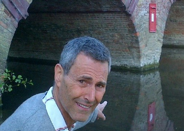 Uri Geller pointing at mystery Sonning-on-Thames letterbox PIC: BBC