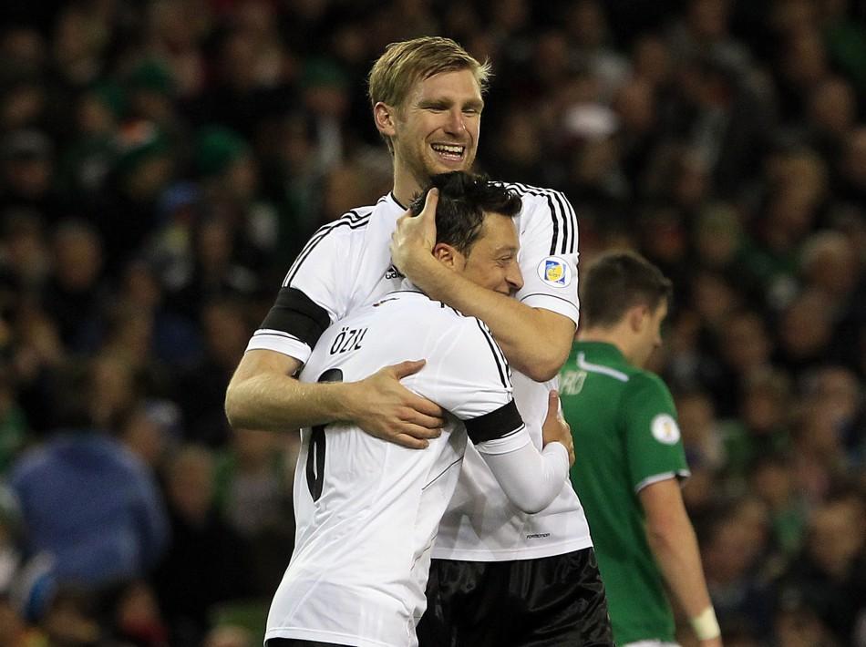 Per Mertesacker and Mesut Ozil