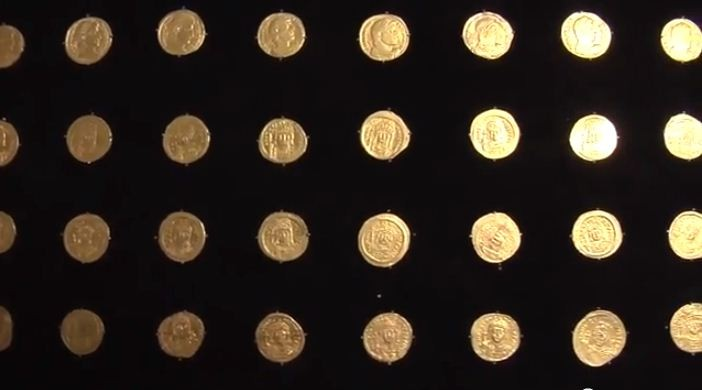 A total 36 gold coins dating back to Byzantine era were also unearthed near temple Mount in Jerusalem. (YouTube Video Screenshot/Hebrew University)
