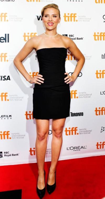 Scarlett Johansson poses as she arrives for a screening of the film Don Jon at the 38th Toronto International Film Festival in Toronto September 10, 2013.